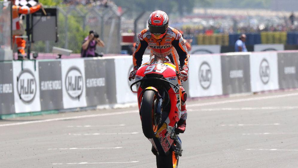 Foto: Marc Márquez entrando a meta de Le Mans. (EFE)