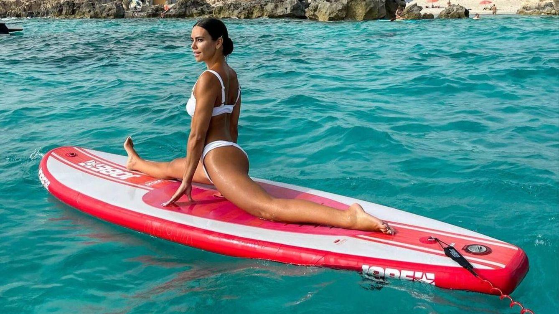 Surf, yoga o bici: famosas en forma con estos deportes al aire libre