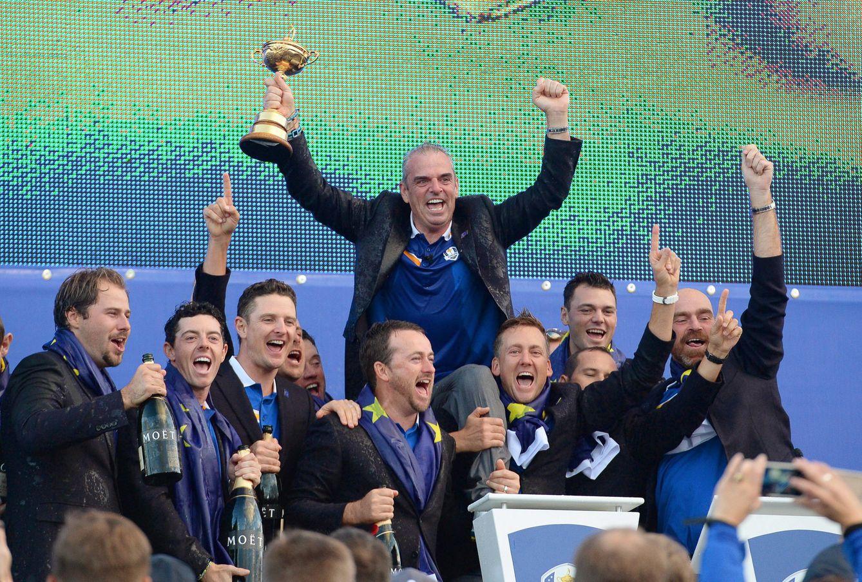 Foto: El equipo europeo celebra la Ryder Cup ganada en 2014 (EFE)