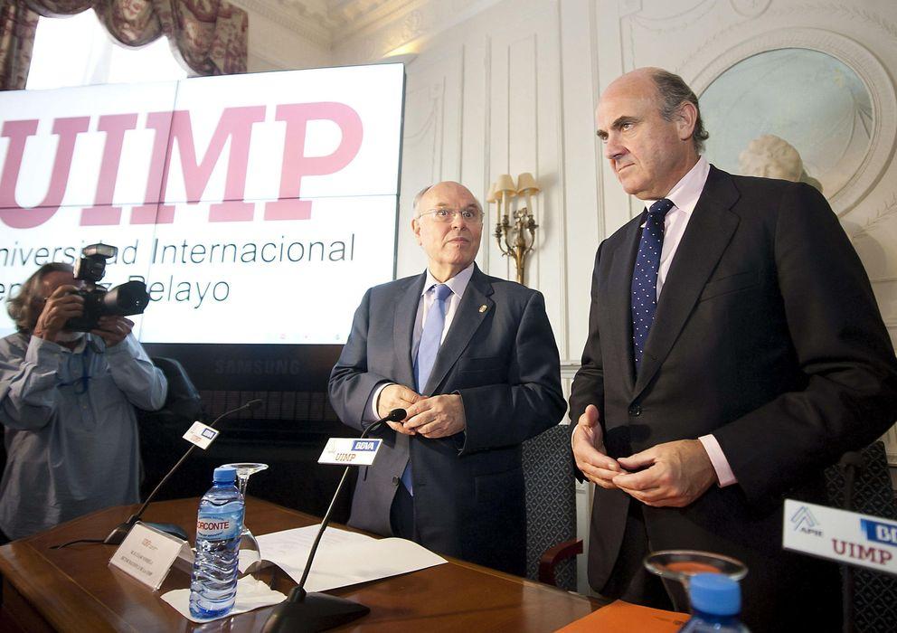 Foto: .- El ministro de Economía y Competitividad, Luis de Guindos, durante el encuentro (Efe)