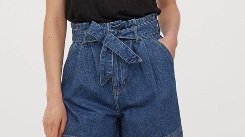 Los pantalones vaqueros cortos perfectos para la playa y la oficina son de H&M