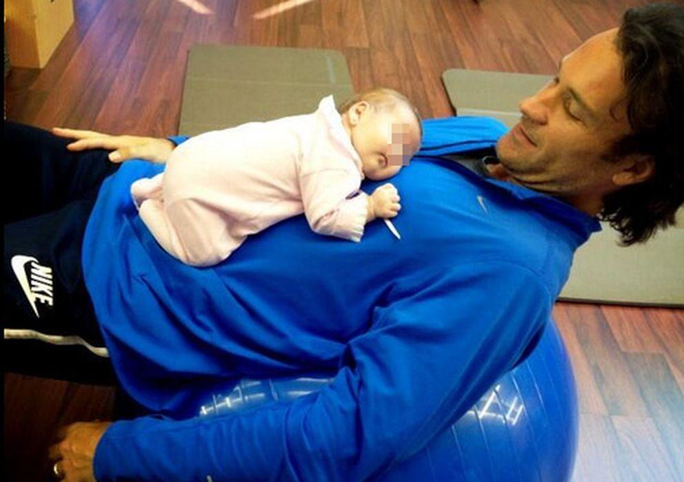 Foto: Carlos Moyá y su hija Daniela este viernes en el gimnasio (Twitter Carolina Cerezuela)