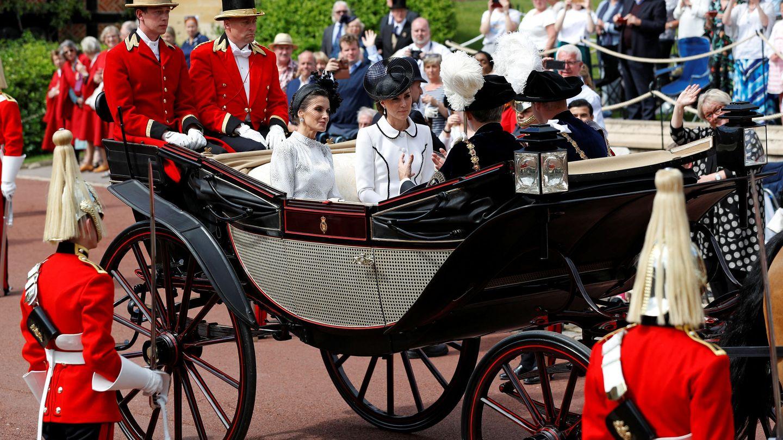 Los Reyes, con los duques. (Reuters)