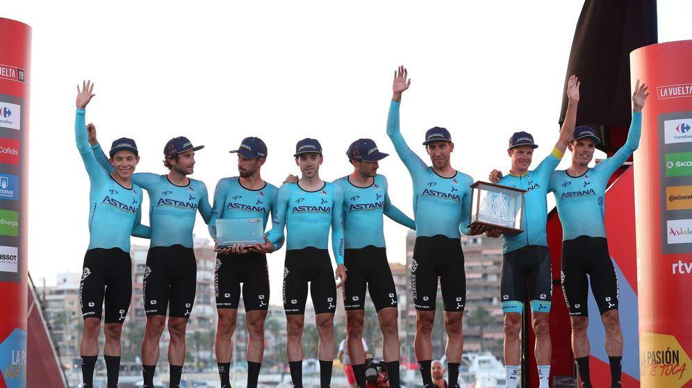 Foto: El Astana ganó la contrarreloj por equipos que abrió la Vuelta. Miguel Ángel López es el primer líder. (EFE)