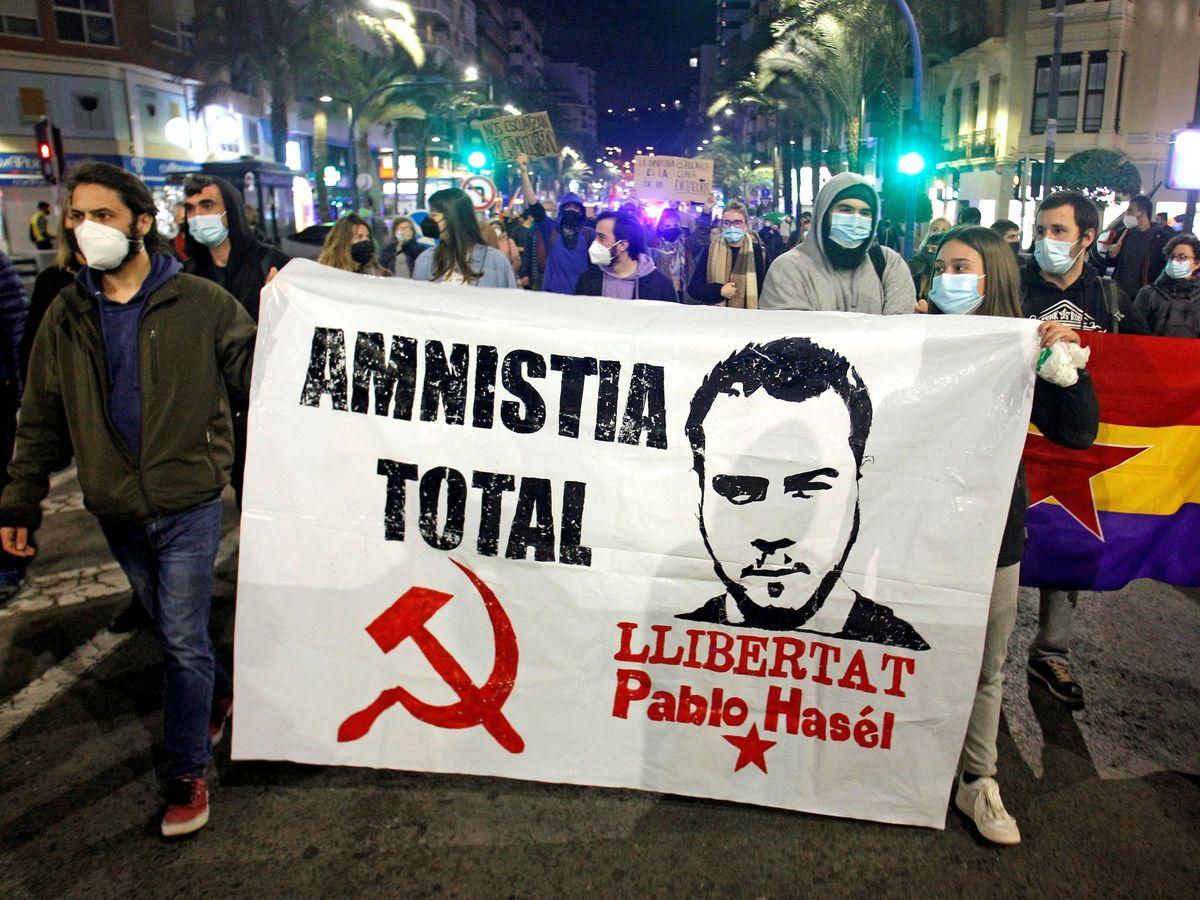 Foto: Manifestación en Alicante por la detención de Pablo Hasél. (EFE)