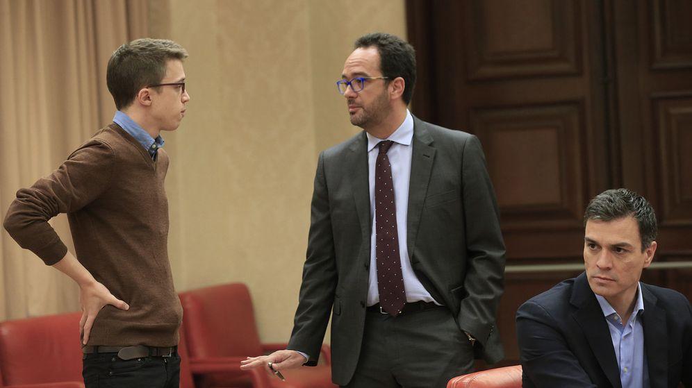 Foto:  Los portavoces en el Congreso de Podemos, Íñigo Errejón, y del PSOE, Antonio Hernando. (EFE)
