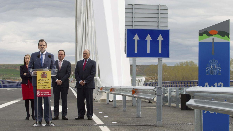 Foto: Imagen del presidente Mariano Rajoy junto a la ministra Ana Pastor durante la inauguración de una autovía entre Navarra y La Rioja (EFE)