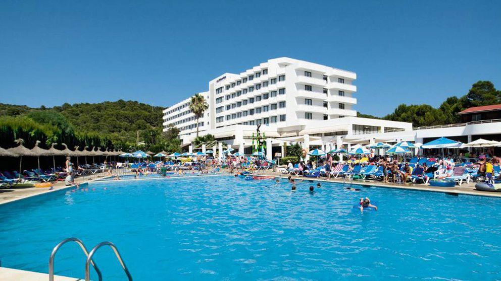 Un inglés salva a dos niños en una piscina de Menorca y pide una compensación