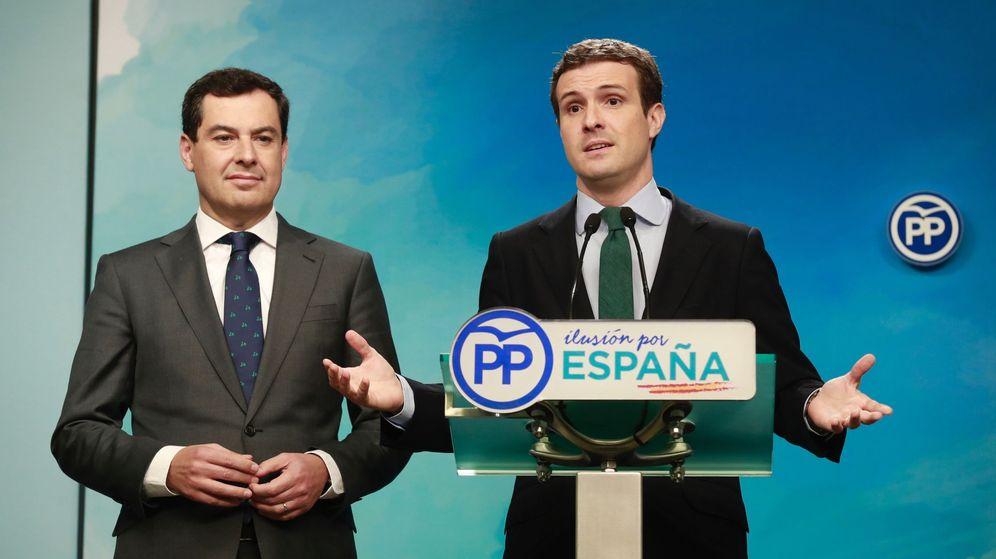 Foto: El presidente del PP, Pablo Casado (d), junto al candidato del PP a la Junta, Juanma Moreno (i). (EFE)