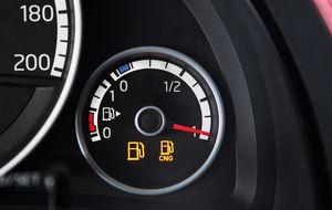 Las cuentas y tarjetas con las que aliviar el gasto de llenar su depósito de gasolina