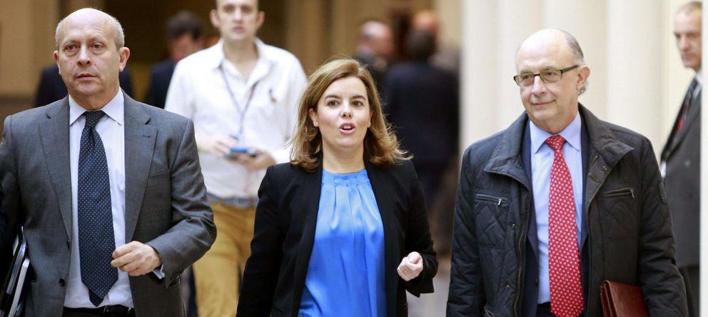 Foto: Wert, Sáenz de Santamaría y Montoro a su llegada al Senado. (EFE)
