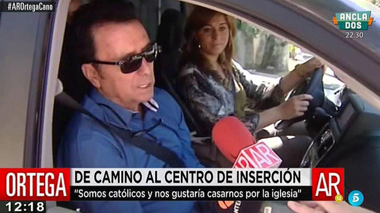 Ortega Cano, camino del centro de inserción social junto a Ana María. (Mediaset)