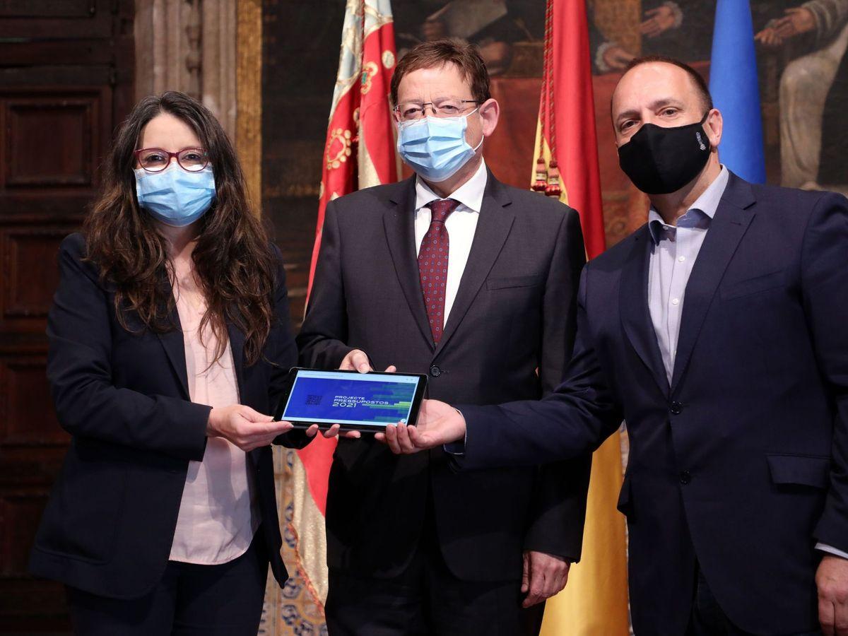 Foto: Mónica Oltra, Ximo Puig y Rubén Martínez Dalmau. (EFE)