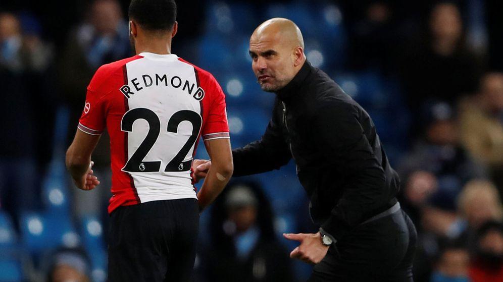 Foto: Guardiola, intercambiando sus opiniones con Redmond. (Reuters)