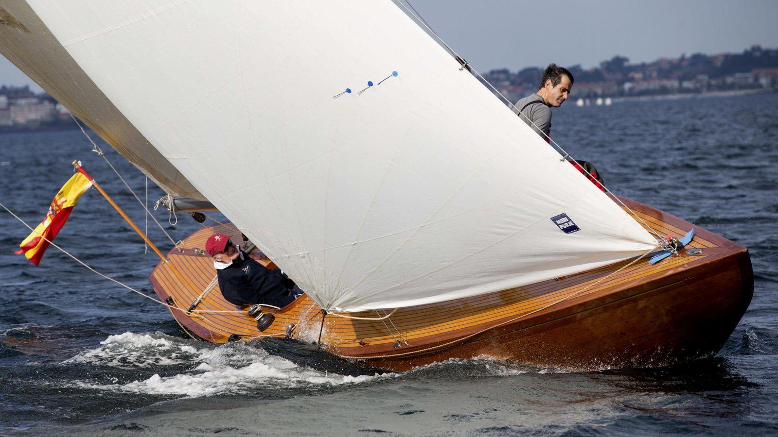 Familia real espa ola el rey juan carlos navega por primera vez con el nuevo brib n en pontevedra - Todo sobre barcos ...