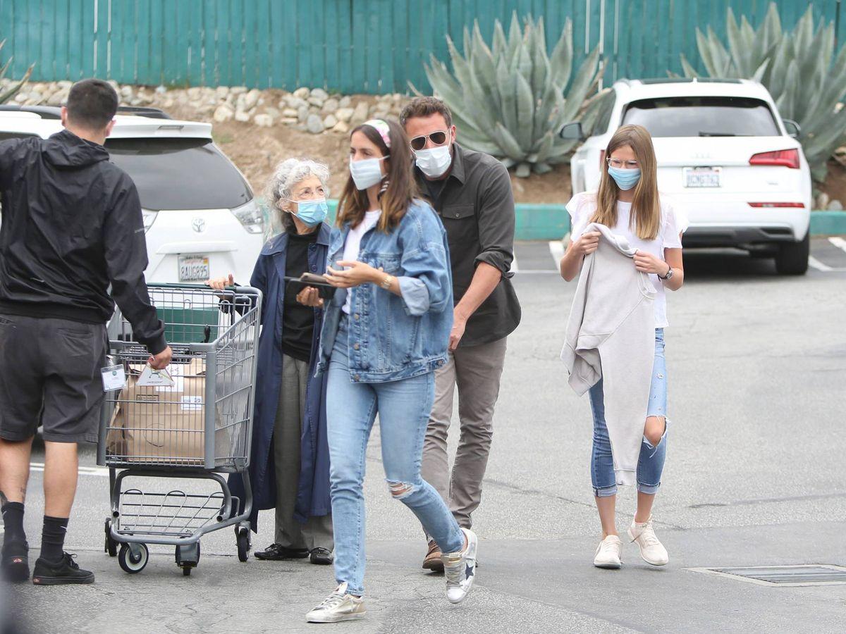 Foto: Ana de Armas, Ben Affleck y la hija del actor, Violet Affleck, de compras por Los Ángeles. (Cordon Press)