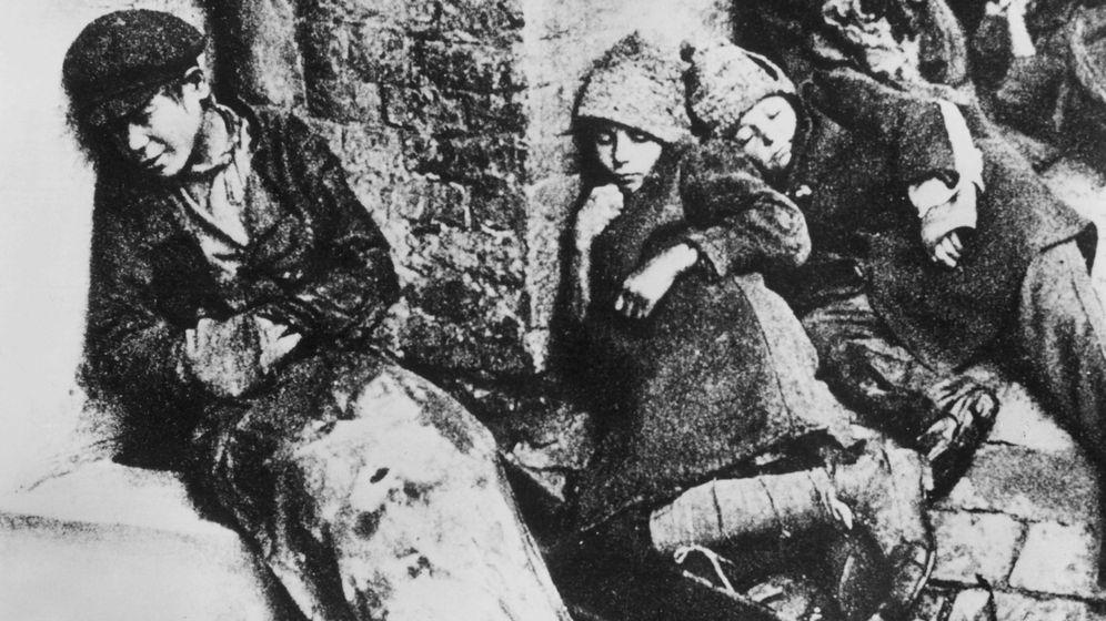 Foto: Niños durmiendo en la calle en Ucrania. (Cordon Press)