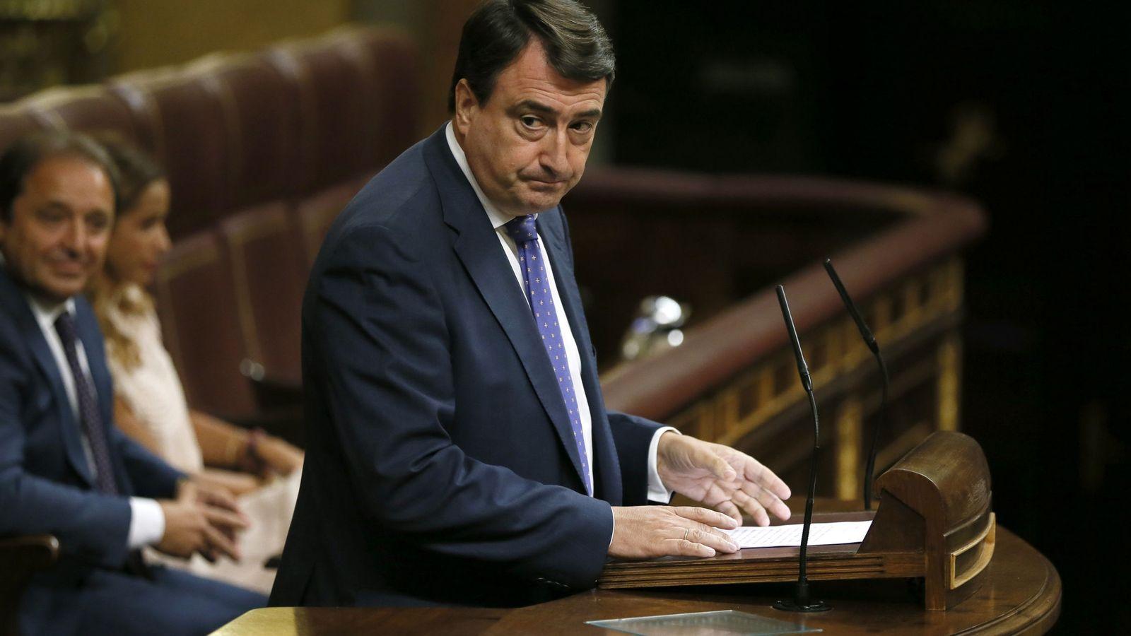 Foto: El portavoz del PNV, Aitor Esteban, durante su intervención en la tercera sesión del debate de investidura. (EFE)