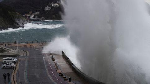 El paseo nuevo de San Sebastián cerrado por temporal
