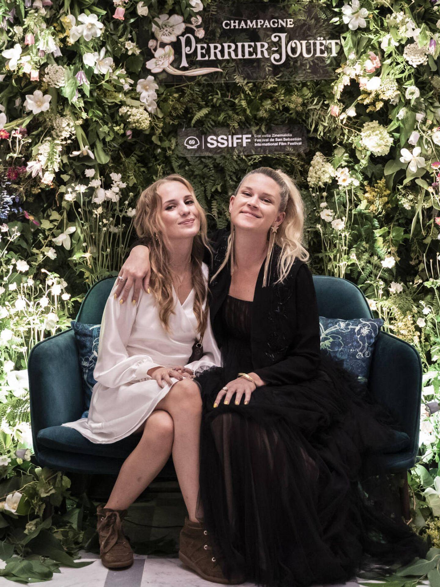 Flora Ofelia y Tea Lindeburg en la gala de clausura del Festival de Cine de San Sebastián. (Cortesía de Pernod Ricard. Fotógrafo: Mikel Blasco)