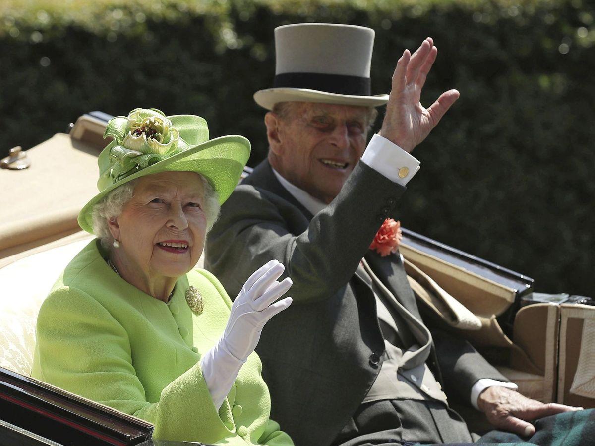 Foto: El duque de Edimburgo y la reina Isabel, en una imagen de archivo. (EFE)