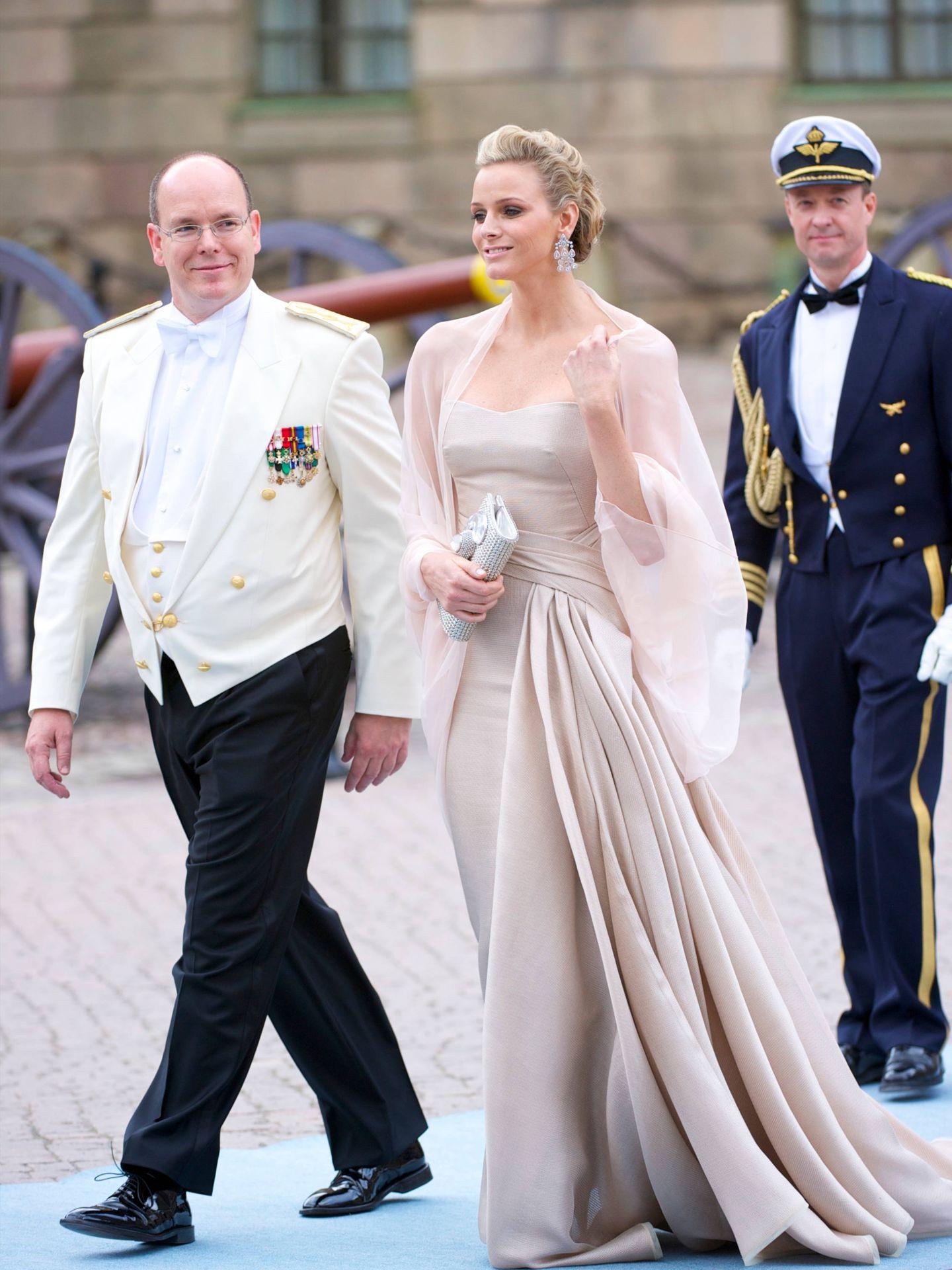 El príncipe Alberto y su por entonces novia Charlène. (Limited Pictures)
