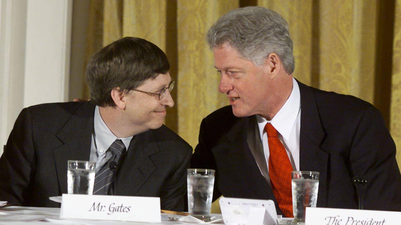 Dos Bill, Gates y Clinton, en una imagen de 2000. (Getty)