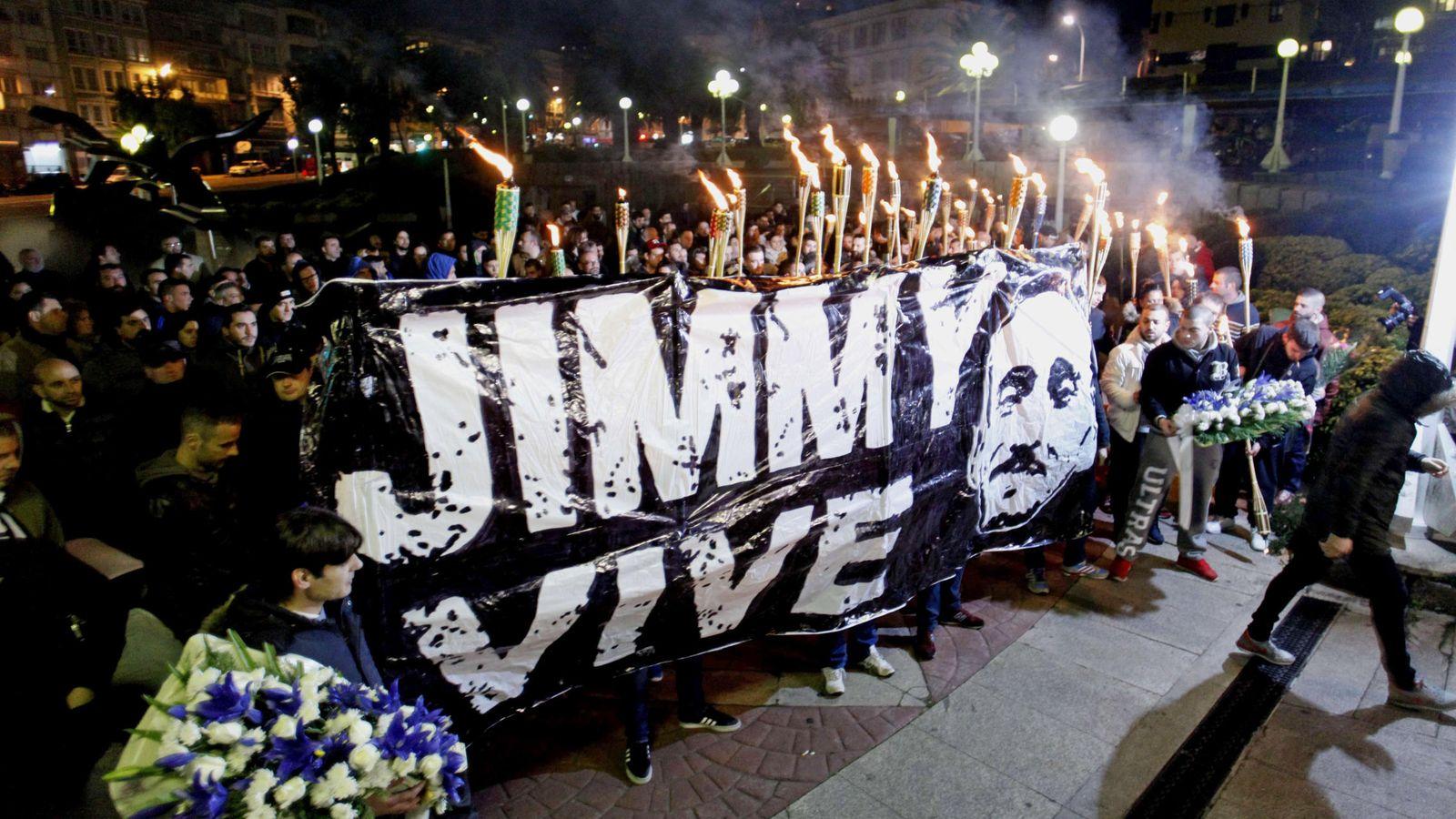 Foto: Marcha convocada hoy en A Coruña por la Asociación 'Jimmy Sempre con Nós'. (EFE)