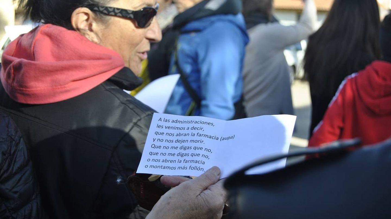 Protesta por el cierre de la farmacia de Villar del Río, el pasado diciembre.