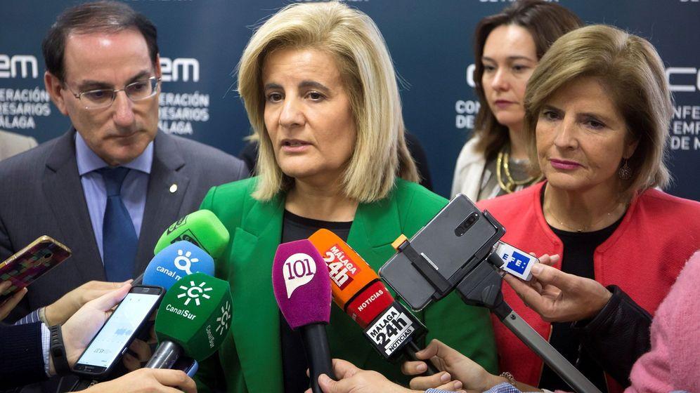 Foto: La presidenta de la comisión de Asuntos Exteriores del Congreso, Fátima Báñez (c). (EFE)
