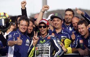 Rossi usa a Lorenzo para volver a firmar una pole tras cuatro años