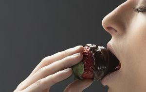 Ocho de cada diez cambiarían el chocolate por su teléfono móvil