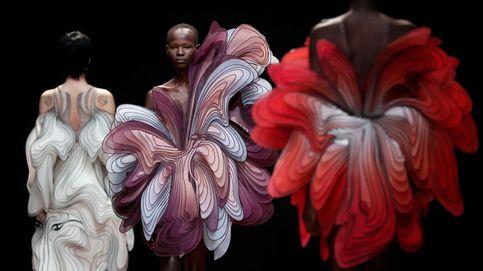 Semana de la moda de París y vacaciones de Año Nuevo en China: el día en fotos