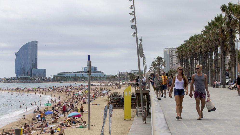 Foto: La playa de la Barceloneta es una de las que podría desaparecer por el cambio climático. (EFE)