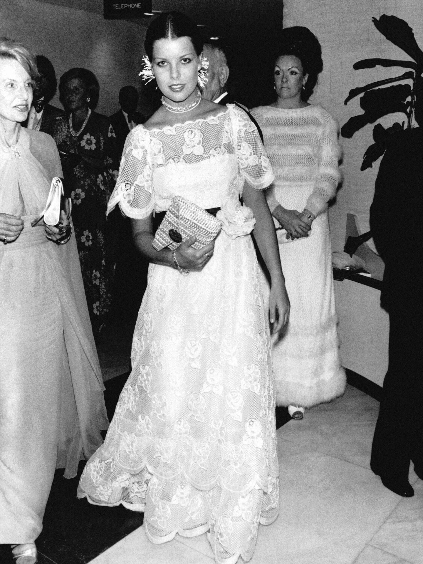 Carolina de Mónaco, en la gala anual de la Cruz Roja en 1976. (Getty)