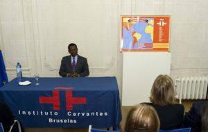 Obiang agradece al Rey su papel para asistir a un acto en el Cervantes