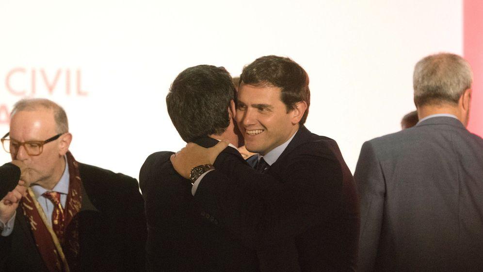 Foto: Manuel Valls y Albert Rivera en un acto en la Casa Llotja de Mar de Barcelona. (EFE)