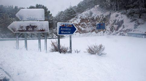 El temporal colapsa las carreteras en Reyes: Llevamos horas atrapados en el coche