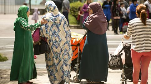 Varios jóvenes agreden e insultan a una mujer musulmana en Madrid