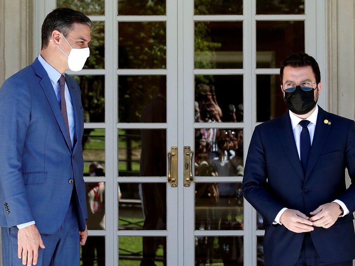 Foto: El presidente del Gobierno, Pedro Sánchez, recibe al presidente de la Generalitat, Pere Aragonès, en Moncloa.