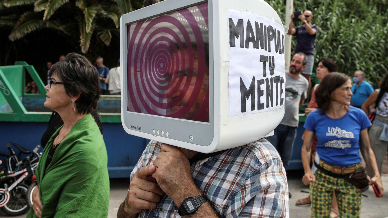 Foto: Concentración de negacionistas en San Sebastián. (EFE)