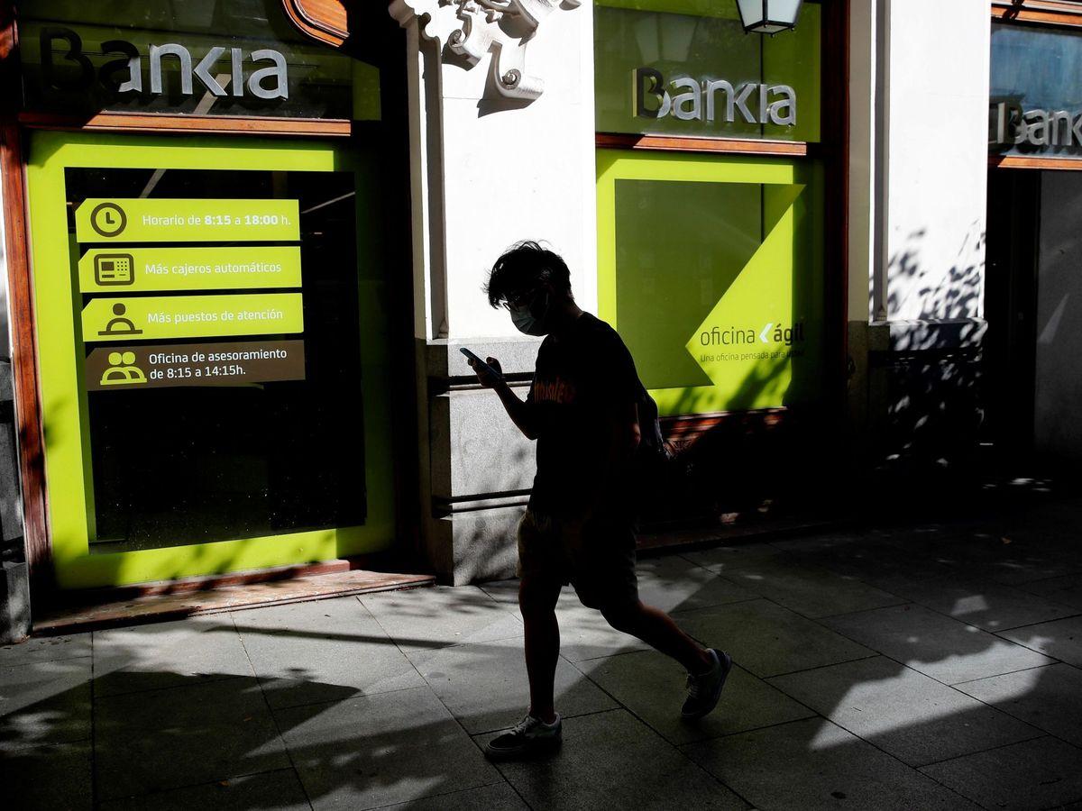 Foto: Las fusiones en la banca implicarán muchos despidos. (EFE)