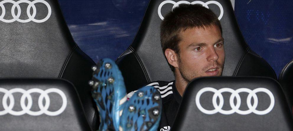 Foto: Illarramendi, en el banquillo del Santiago Bernabéu (EFE).