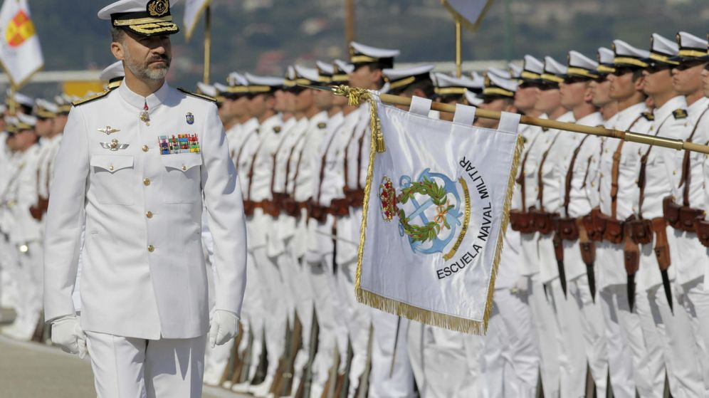 Foto: Funcionarios de la Escuela Naval Militar de Marín. (EFE)