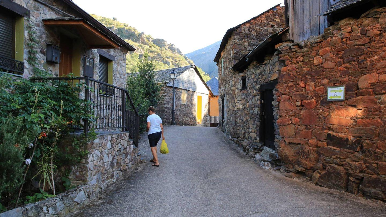 Una vecina en las calles de San Facundo. (EC)