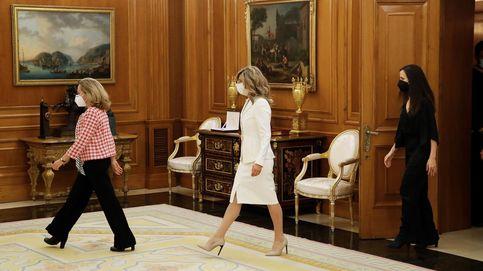 Calviño, Díaz y Belarra prometen su cargo ante el Rey y sobre la Constitución