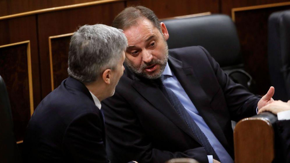 Foto: l ministro de Transportes, Movilidad y Agenda Urbana, José Luis Ábalos (d) y el ministro del Interior, Fernando Grande-Marlaska (i). (EFE)