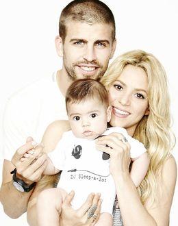 Foto: Una feliz estampa de Shakira, Gerard Piqué y el pequeño Milan colgada en Twitter