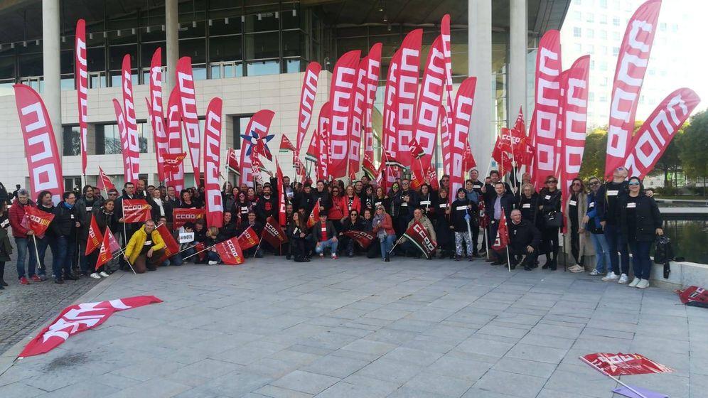 Foto: Los sindicatos a la puerta de la junta