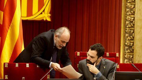 El letrado del Parlament cambia de criterio a última hora para dejar a Torra de president